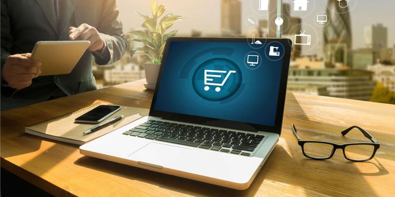 Shopping online, ecco il decalogo della Polizia postale per evitare le truffe online